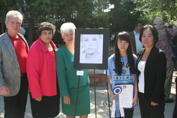 From Left to Right: Arroyo HS Art Department Head, Rick Riassetto; Arroyo HS Principal, Angie Gonzalez-Hernandez; Rep. Grace Napolitano; 1st Place Winner, Nhi Pham and her mother